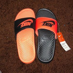 Nike | NWT Mismatch Benassi